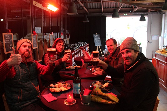 Olivier, Julien, Nicolas et Benjamin dégustant la bière de Noël DIABINTE